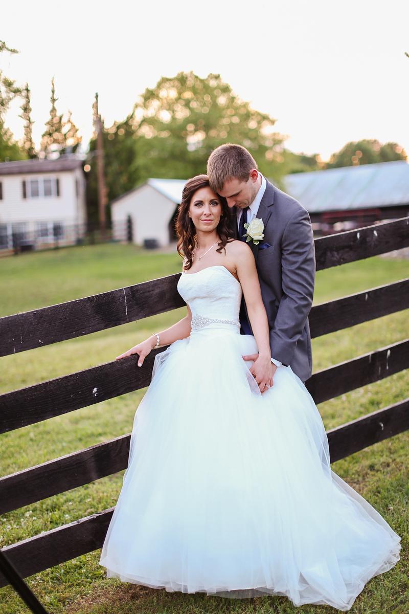 Robin Hill Farm and Vineyard wedding photos by Jalapeno Photography. Elegant barn wedding.