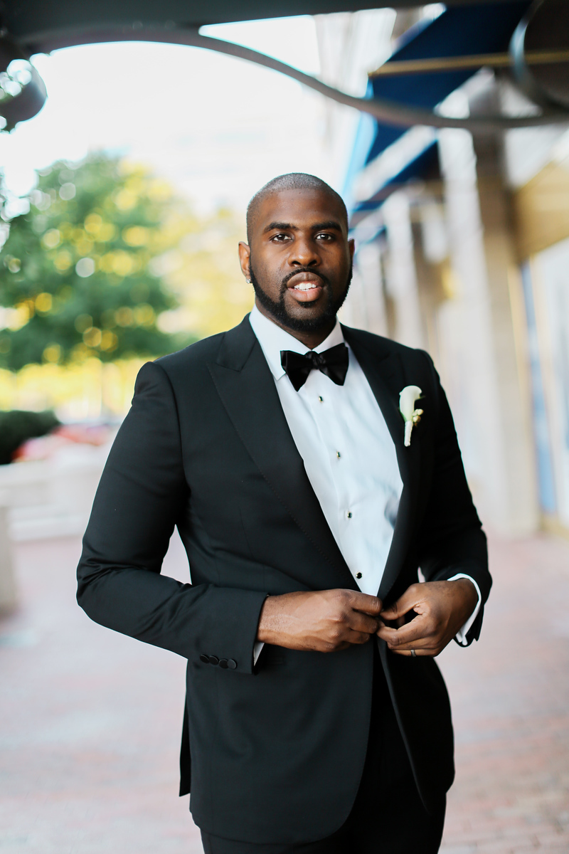 Black tie Washington, DC wedding photos at the Mandarin Oriental Hotel by Jalapeno Photography.