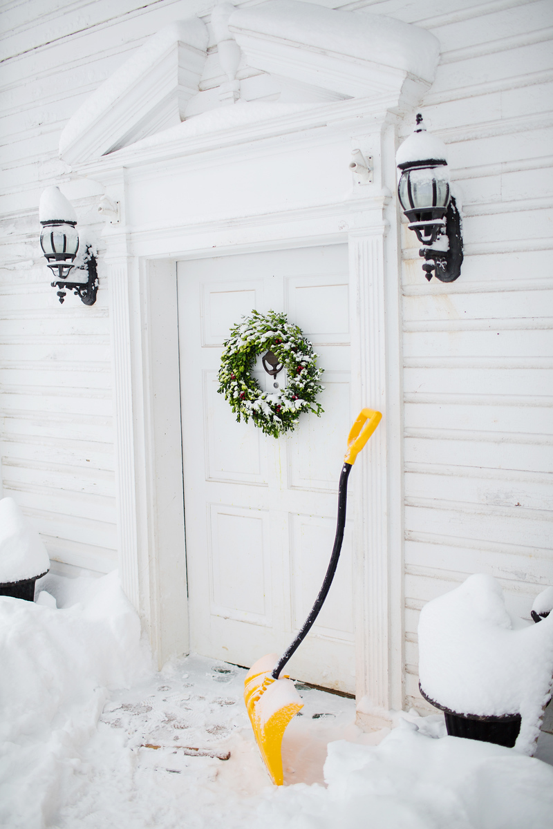 Snow coverage during a Washington DC snow wedding during Blizzard Jonas.