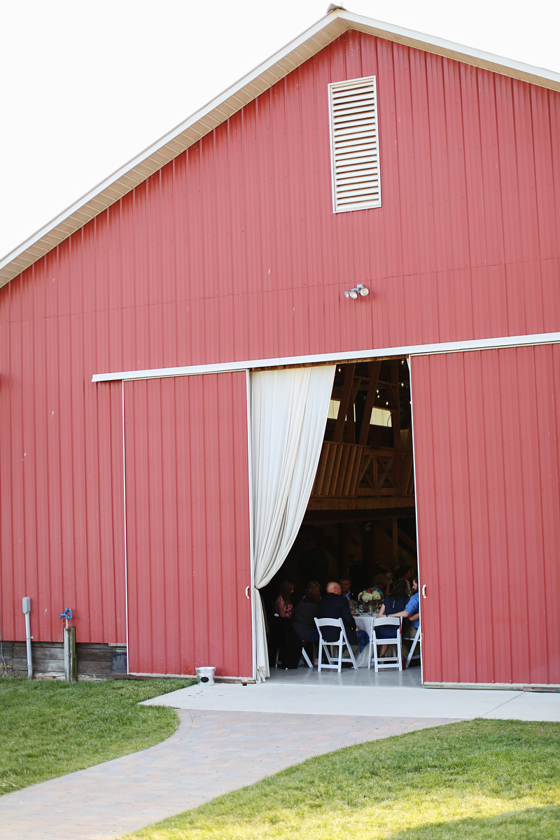 Robin Hill Farm and Vineyard wedding photos by Jalapeno Photography. Elegant barn reception.