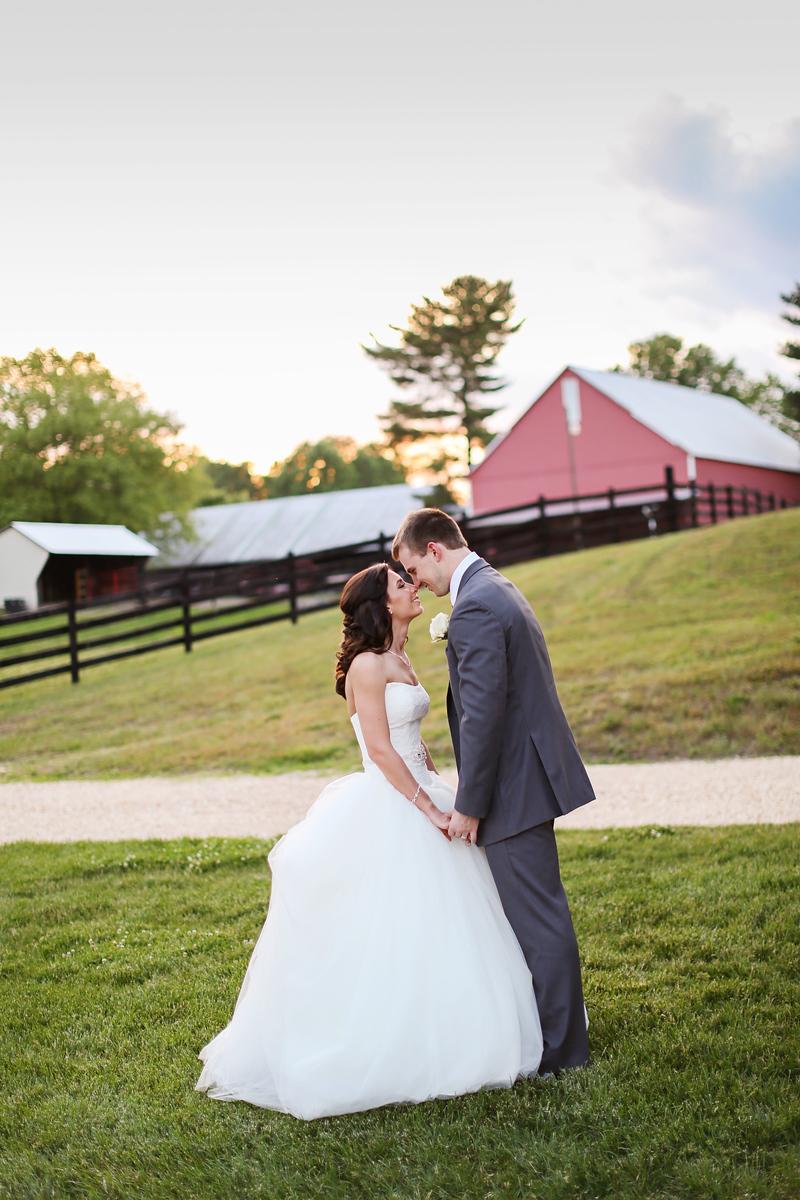 Robin Hill Farm and Vineyard photos by Jalapeno Photography. Elegant barn wedding.