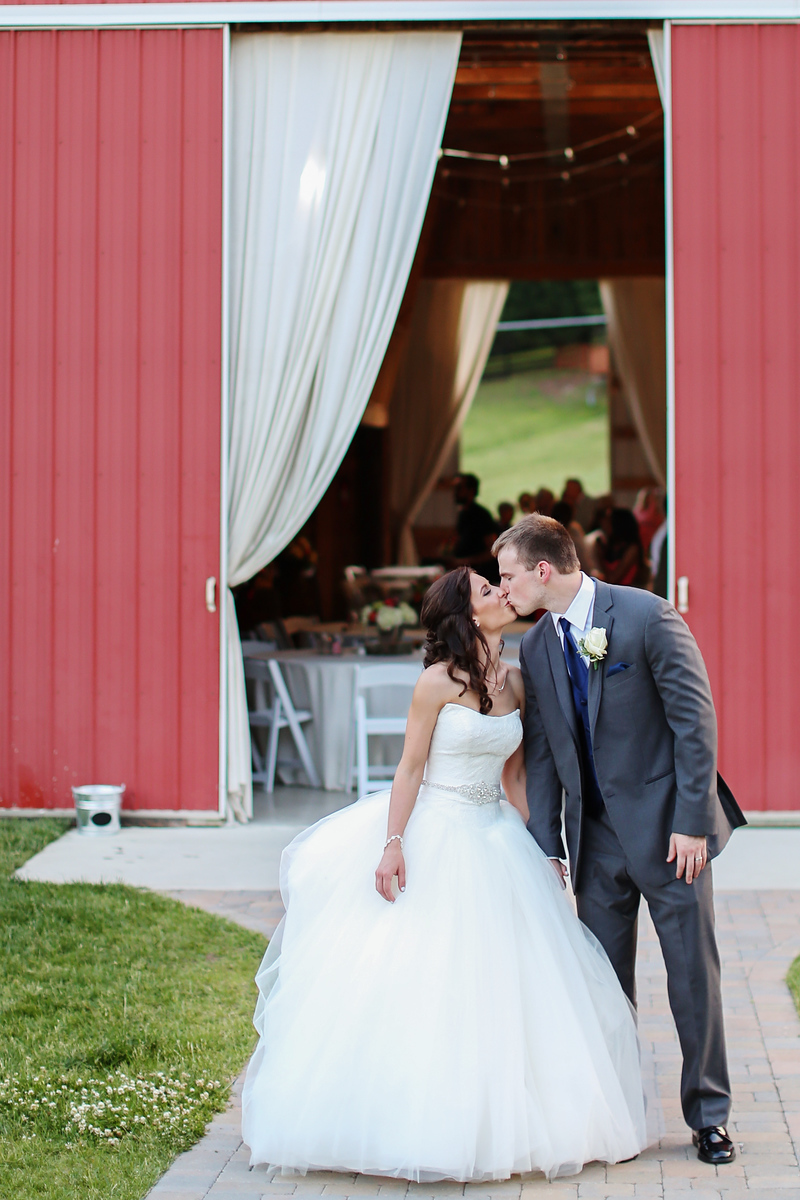 Wedding at Robin Hill Farm and Vineyards in Brandywine, MD. Beautiful barn wedding. Images by Jalapeno Photography.