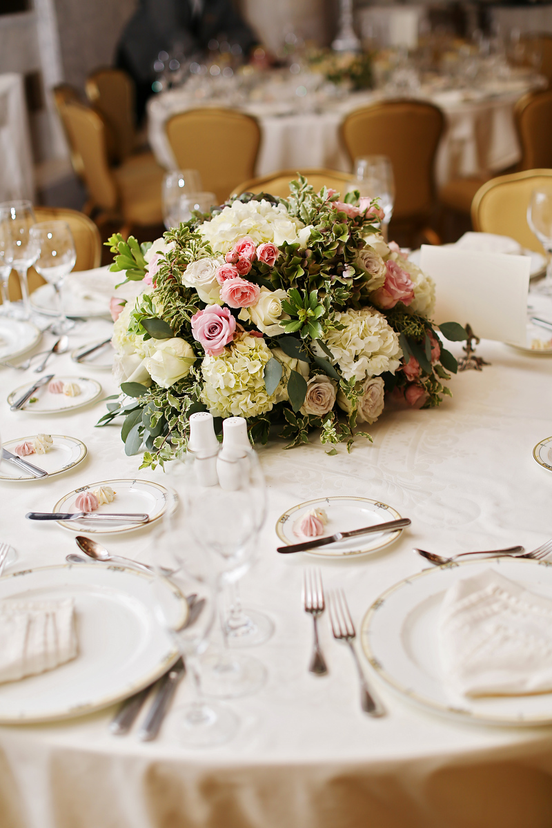 Florals at the Grand Historic Venue in Baltimore, MD. Images by Jalapeno Photography.