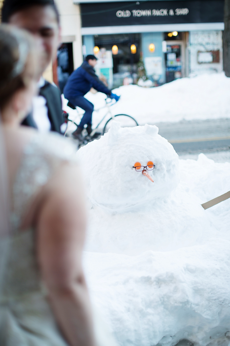 Wedding photos in Old Town Alexandria in the winter and in January. Prefect Washington DC snow wedding details.